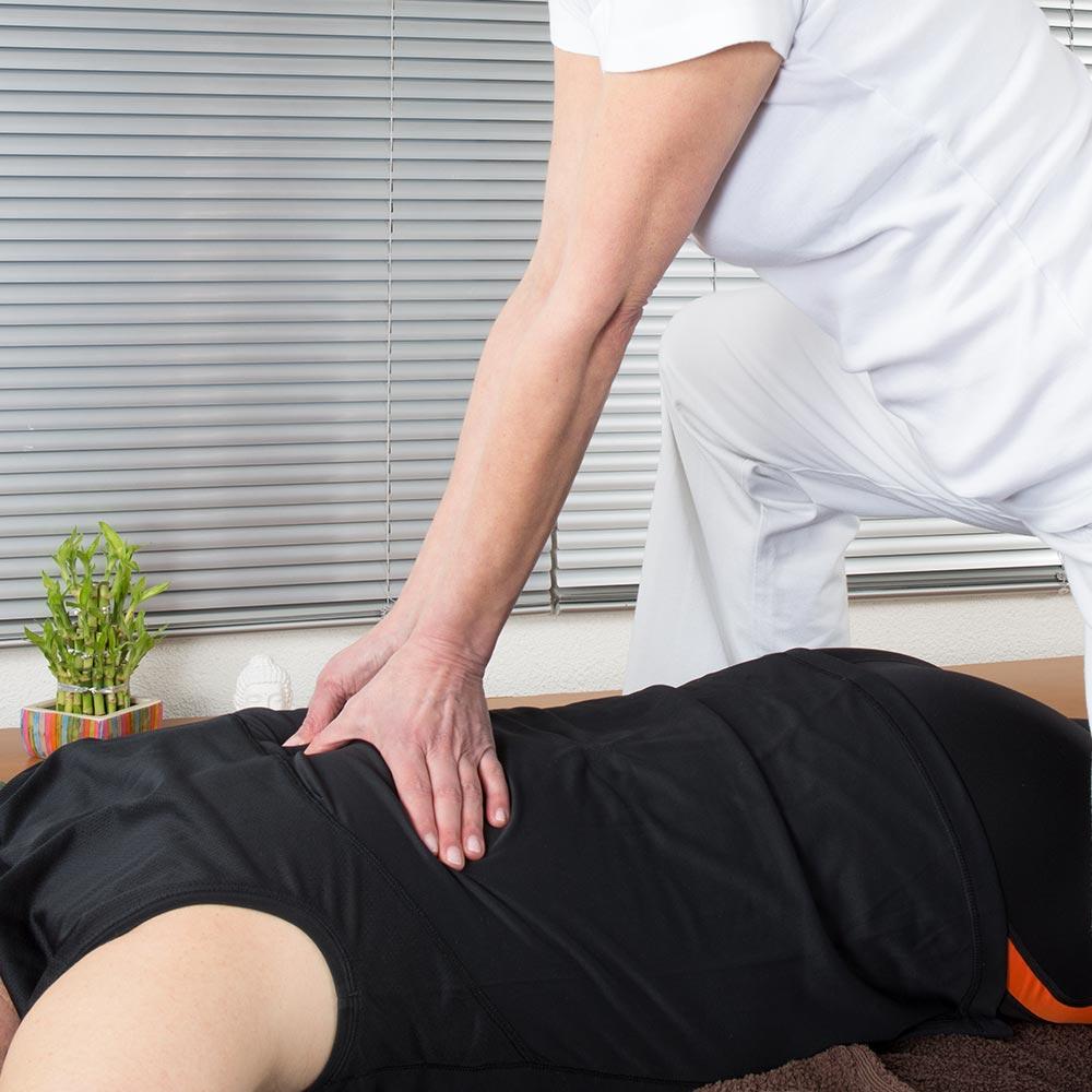 Massage allongé en entreprise par des praticiens déficients visuels