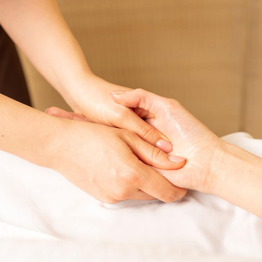 Massage des mains en entreprise