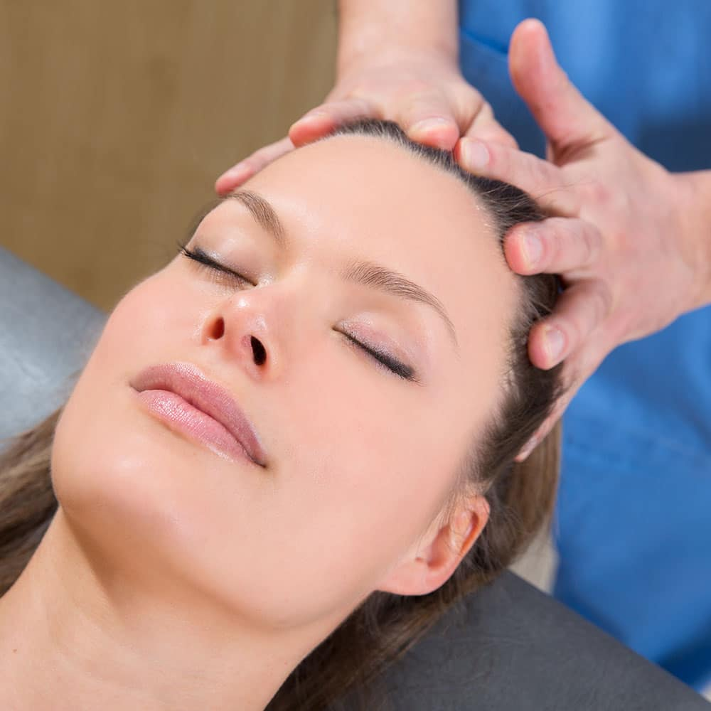 Massage visage et crâne par des déficients visuels