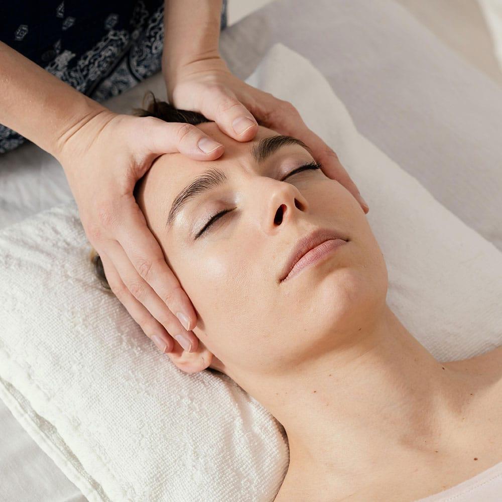 Massage visage et crâne en entreprise